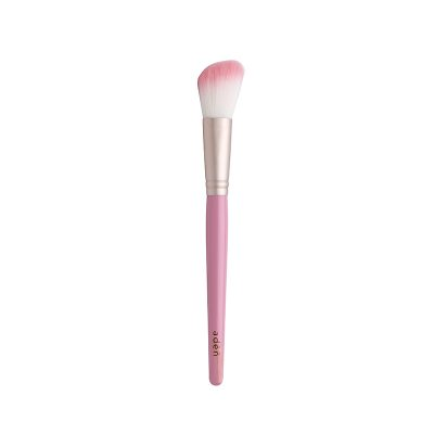 Blusher brush angled